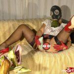 """""""Lady B"""" mit Gasmaske und Heel Sex"""