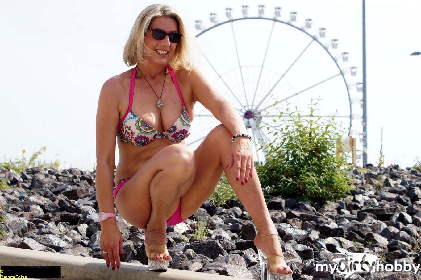 """""""Devote Fotze"""" im Bikini mit Heels"""